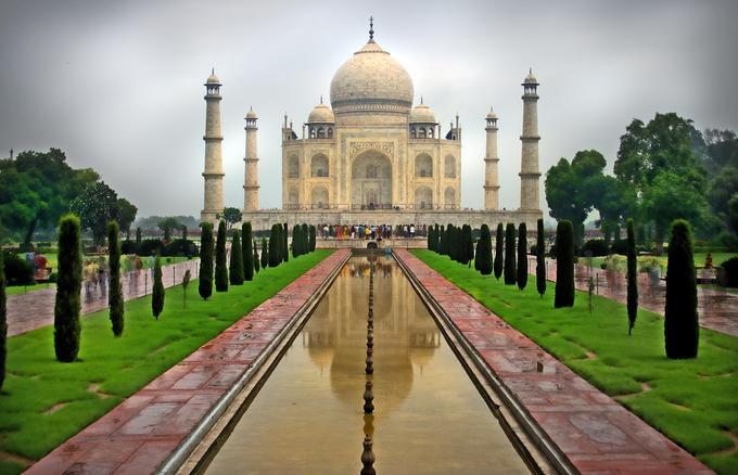 تاج محل من أشهر المعالم السياحية في الهند