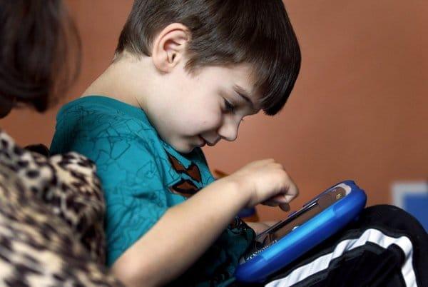 اعراض مرض التوحد عند الاطفال عمر سنتين