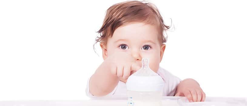 كم مل يرضع الطفل في الشهر الثاني