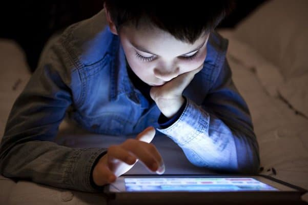 اضرار الهاتف المحمول على الاطفال