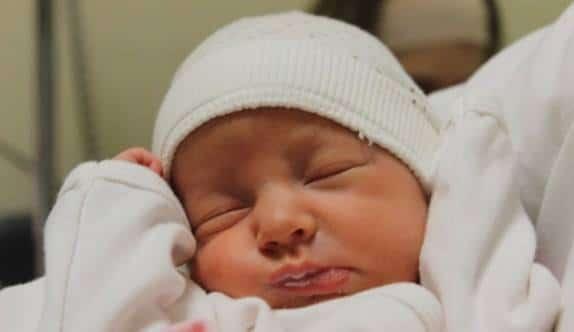 طفلي ينام كثيرا هل هذا طبيعي