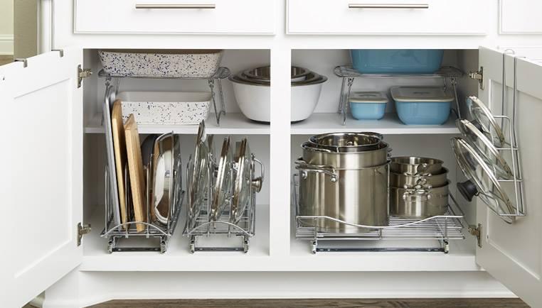 ترتيب المواعين في دولاب المطبخ