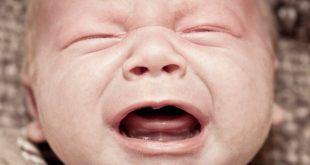 بكاء الطفل بدون سبب