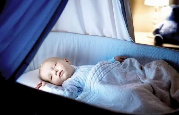 كيفية تنظيم نوم الطفل حديث الولاده